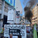Des militants de Stop Alibaba&Co perturbant un événement d'ECOLO