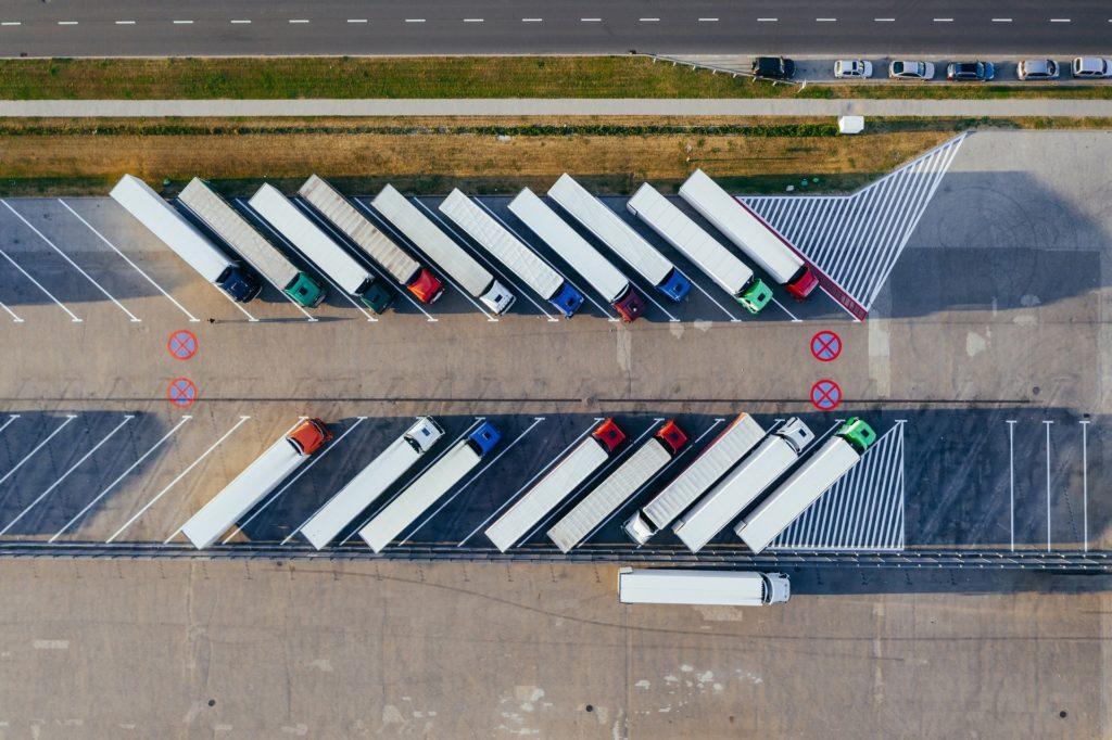 Camions vu du ciel logistique