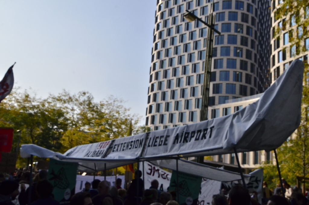 Avion de 7m de long lors de la manifestation climate